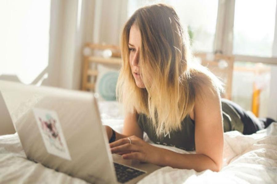 Устроиться веб моделью работа в норильске девушке